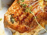 Рецепта Пълнени свински котлети с гъби и сирене в сметанов сос с бяло вино